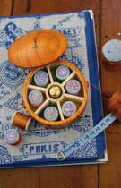 Sajou ボビンケース Boîte ronde en bois pour bobines miniatures 木製 保管 収納 ケース フランス メゾンサジュー BOIS_BTE_RDE_PM